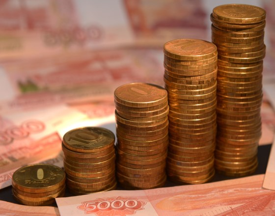 Ruble rises as emerging market cash shifts from Turkey