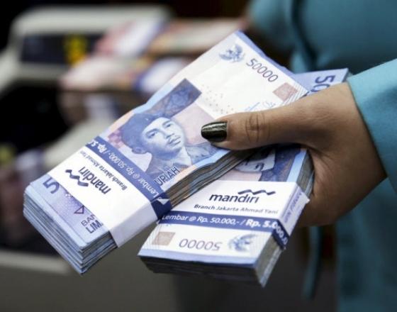 Fed rate hangs over Asia currencies, ringgit and rupiah slide